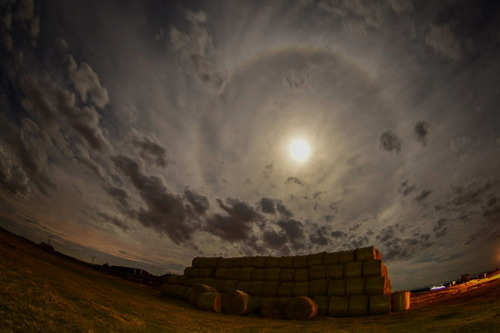 july-blue-moon-22-degree-halo-spain
